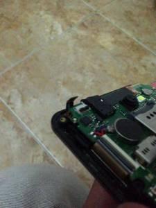 Kabel Fleksibel Touch Screen sudah terlepas dari konektornya.